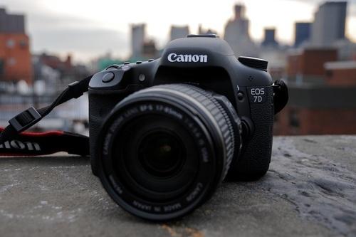 ה-Canon 7D. צלם: מאט ביוקאנן, Gizmodo