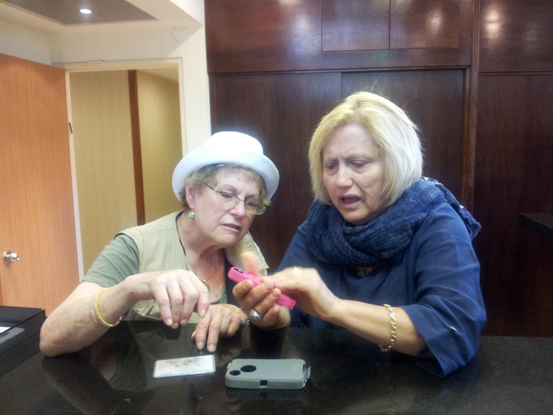 שם השולח: שלומית פרבר. ההתמודדות עם הדיגיטליות קשה לאנשים מבוגרים שחייהם עוברים שינוי דרסטי בעקבות העולם הדיגיטלי.