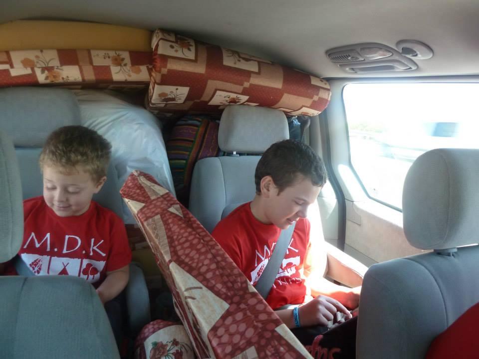 שם השולח: שלי פלדמן. גם כשנוסעים לקמפינג להתרחק מהכל, הילדים לא מורידים את העיניין מהטאבלט!