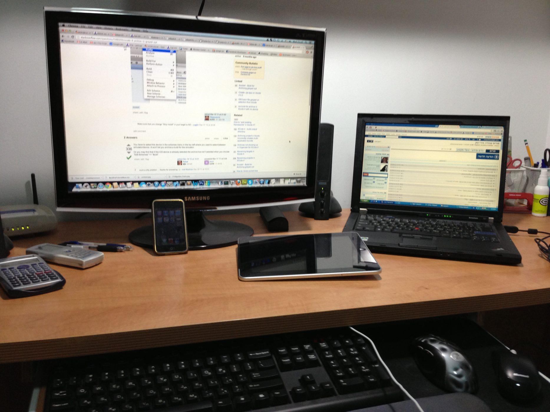 שם השולח: ליאור זיסמן. התמונה מייצגת את החיים בעולם הדיגיטלי עבורי - המון אביזרים טכנולוגיים, אפילו יותר מידי - מצד אחד, ומצד שני - אין ביניהם אפילו מכשיר אחד שהייתי מוותר עליו. התלות בטכנולוגיה - מול הכוח שהיא מעניקה. אלה החיים בעולם הדיגיטלי.