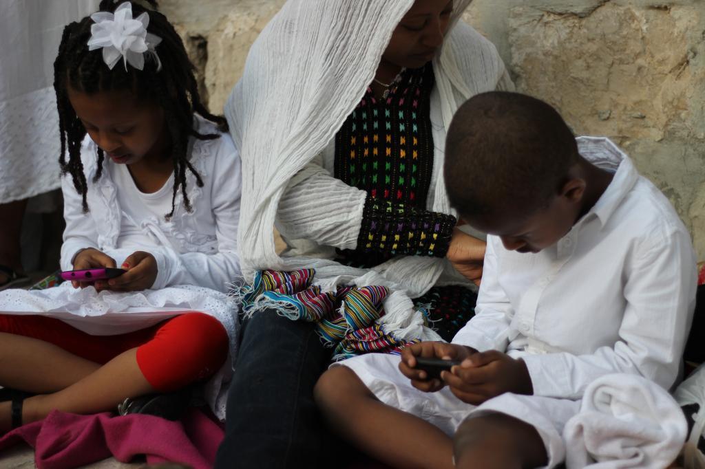 שם השולחת: ענת לרנר. טקס מסורתי בכנסיית הקבר של האתיופים בשם שבת האור. הרגיש לי ישן מול חדש