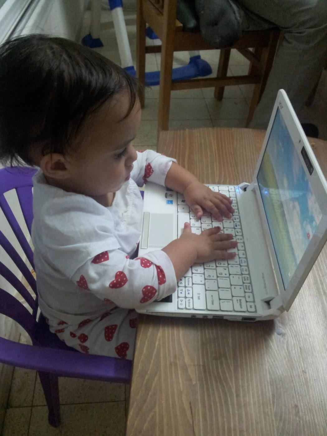 שם השולח: ציפורה בגיזדה. הבת שלי בת שנה מפתחת אפליקציות.