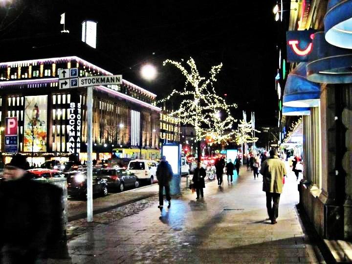 שם השולח: אולי לב. בטיול שלי לביקור משפחה באספו פינלד, (תקופת חג המולד/חנוכה) ראיתי אורות מדהימים שאתה יכולים לראות כמה שלטים
