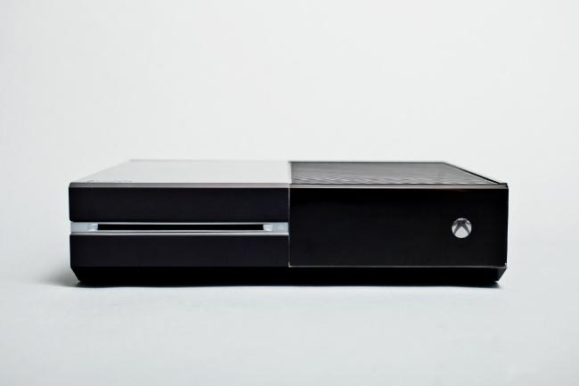 """תמונה: קונסולת ה-Xbox One, העיצוב סולידי (יח""""צ)"""