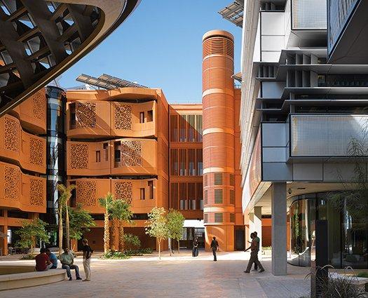 תמונה: רוב הפיתוח במסדאר מתמקד כיום סביב מכון מסדאר (חזית פלדה) והמעונות שלו (חזית חמר)