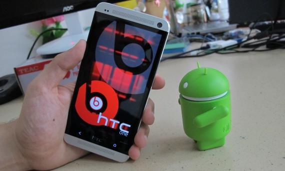HTC One, כבר לא בפסגת התצוגה. צילום: אבישי בסה