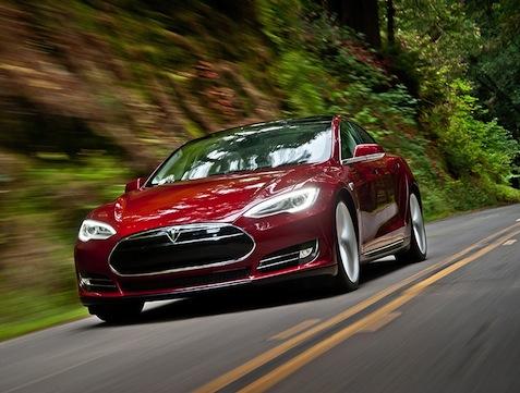 """מקור: יח""""צ, Tesla Motors"""