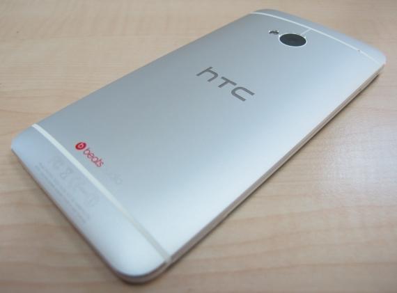 עדכון עד סוף חודש ינואר. HTC One. צילום: אבישי בסה, Geektime