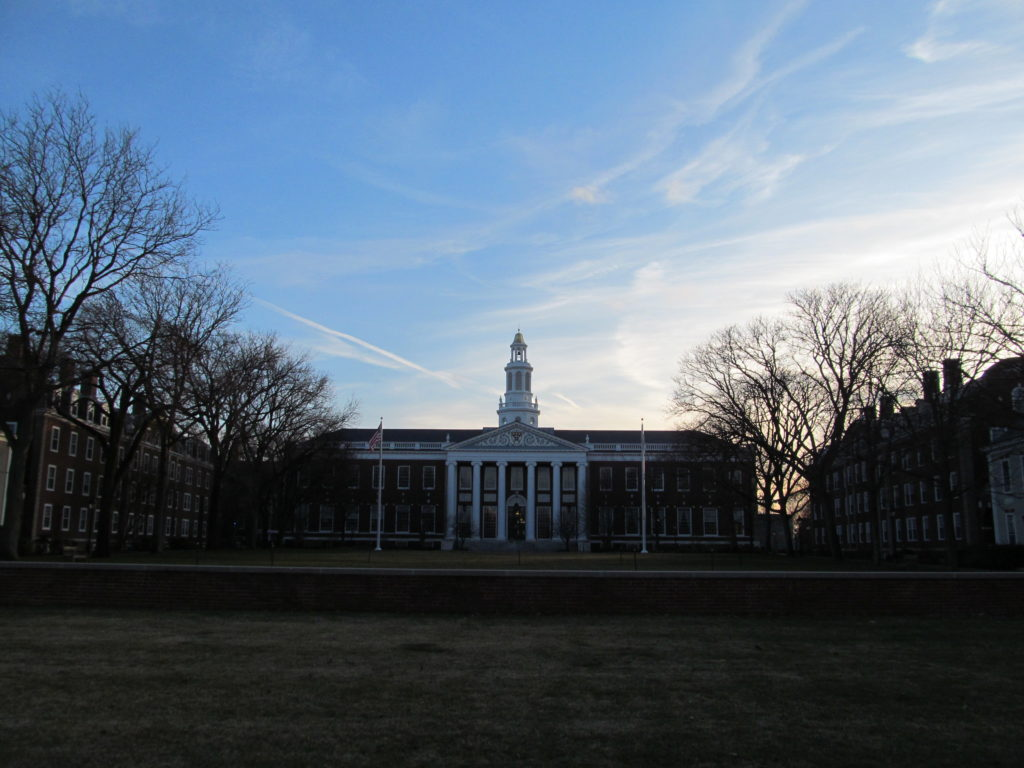 Baker Library, Harvard Business School, Allston Massachusetts קרדיט: CCA3.0 Unported