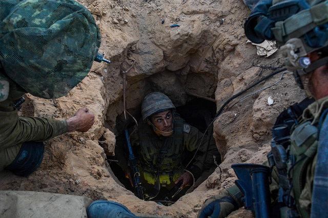 חיילי צה''ל חושפים עוד מנהרת תופת של החמאס במסגרת מבצע 'צוק איתן'. מקור: cc-by-Israel Defense Forces, flickr