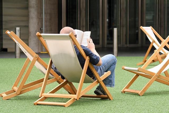 במקרה של נפילת אינטרנט, נאלץ חס וחלילה לקרוא ספר? מקור: cc-by-Alan Cleaver, flickr