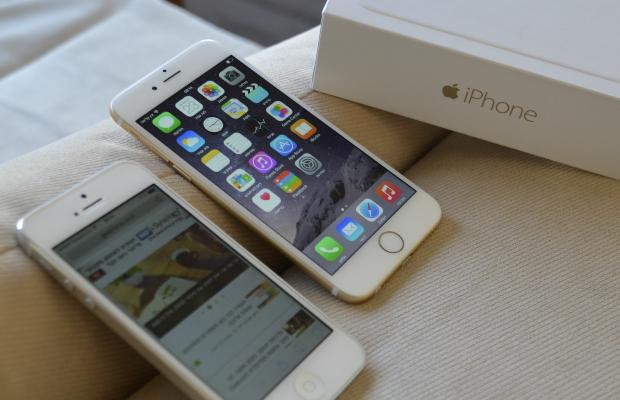 מימין: האייפון 6 החדש, משמאל: האייפון 5. תמונה: גיקטיים