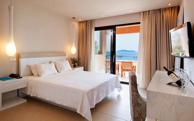 לגלוש בחינם גם מחדר המלון. מקור: cc-by-Kassandra Bay , flickr