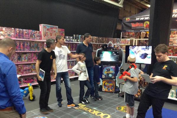עמדות Kazooloo בחנות צעצועים