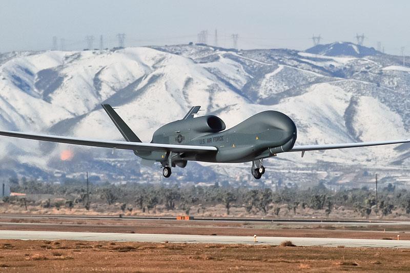 ה-RQ Global Hawk, מטוס המתוכנן לשייט בגובה רב. תמונה: מדע פופולארי