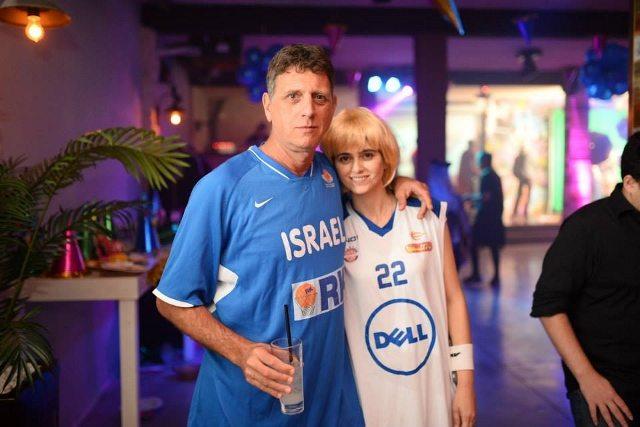 """שלומי ואשתו נאווה קוארטלר, במסיבת פורים של החברה. קרדיט תצלום: יח""""צ"""