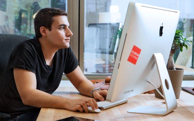 Evan Varsamis - Founder & CEO at Thegadgetflow.com