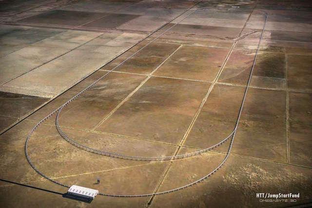 חברת HTT מתכננת להתחיל ב-2016 בנייה של מסלול באורך 8 ק״מ שישרת את עמק קווי, פרוייקט פיתוח נדל״ן בקליפורניה. הוא עשוי להתחיל להסיע נוסעים כבר ב-2018 (תמונה: מדע פופולארי)