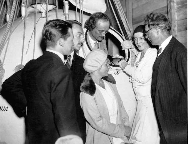 שנת 1932, הפיזקאי אוגוסט פיקארד מתכנן לבצע את טיסת הבלון השנייה שלו אל הסטרטוספרה. (תמונה: מדע פופולארי)