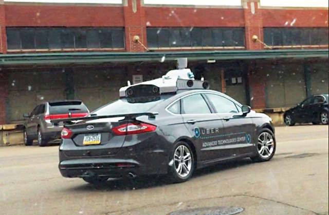 כמה חודשים אחרי שאובר פתחה את מרכז הטכנולוגיות המתקדמות שלה בפיטסבורג, מכונית מחקר נראתה משוטטת ברחובות העיר (תמונה: מדע פופולארי)