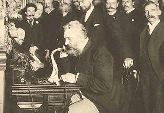 אלכסנדר גרהאם בל חונך את קו הטלפון הראשון בין ניו יורק לשיקגו
