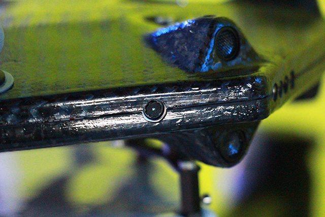מצלמת ה-RealSense הזעירה שמוטמעת בו ואחראית על ההימנעות ממכשולים. צילום: גיקטיים