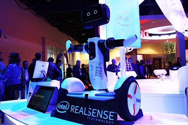 הרובוט שהציגה אינטל. צילום: גיקטיים