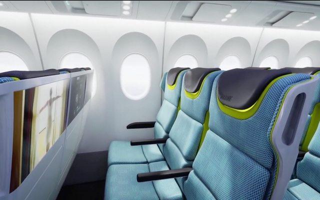 גם מחלקת הנוסעים הצנועה תשודרג עם מסכים דקיקים לכל מושב. מקור: בואינג