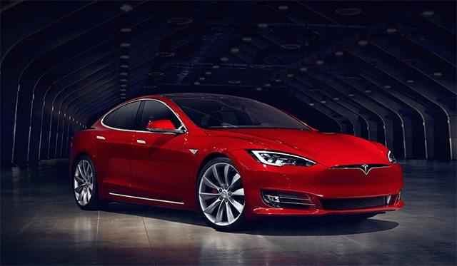 טסלה מודל S כבר על הכביש עם מצב אוטונומי. מקור: Tesla