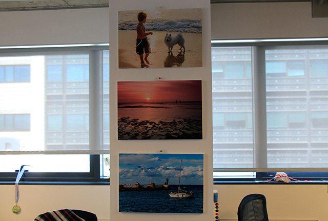 הדפסים של אחד מעובדי Panaya, חובב צילום. צילום: גיקטיים