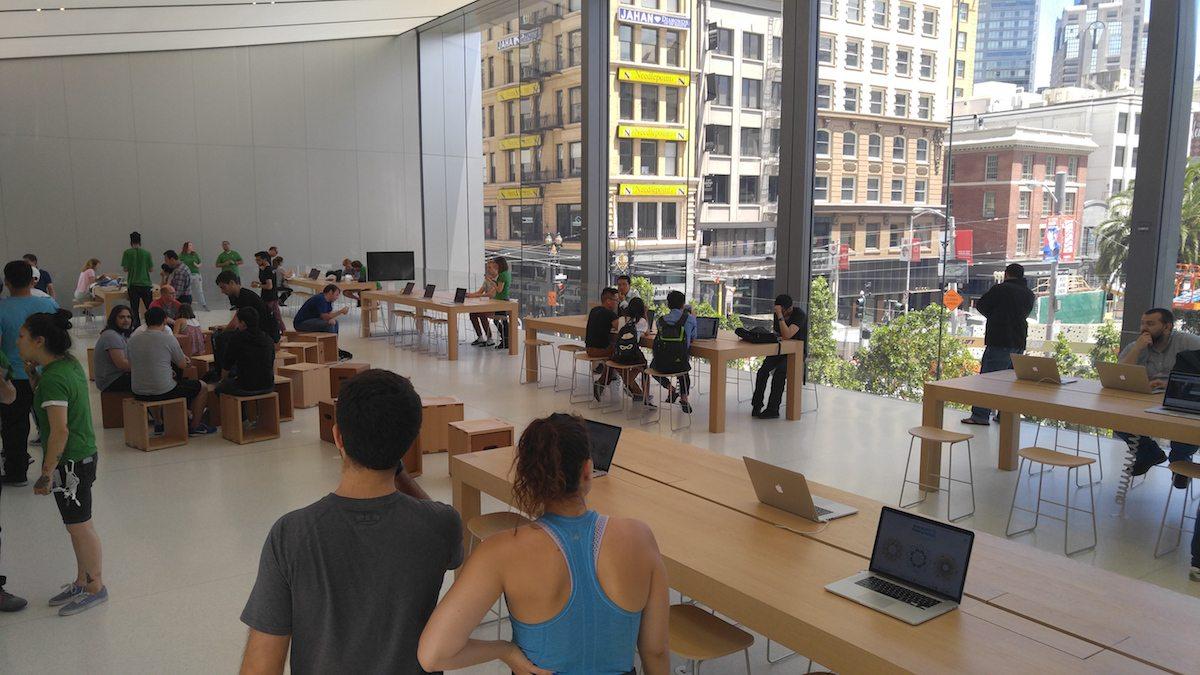 חנות אפל סטור החדשה בסן פרנסיסקו (צילום: חנוך רבינוביץ)