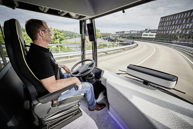 בלי ידיים, מקור: Mercedes-Benz Future Bus with CityPilot