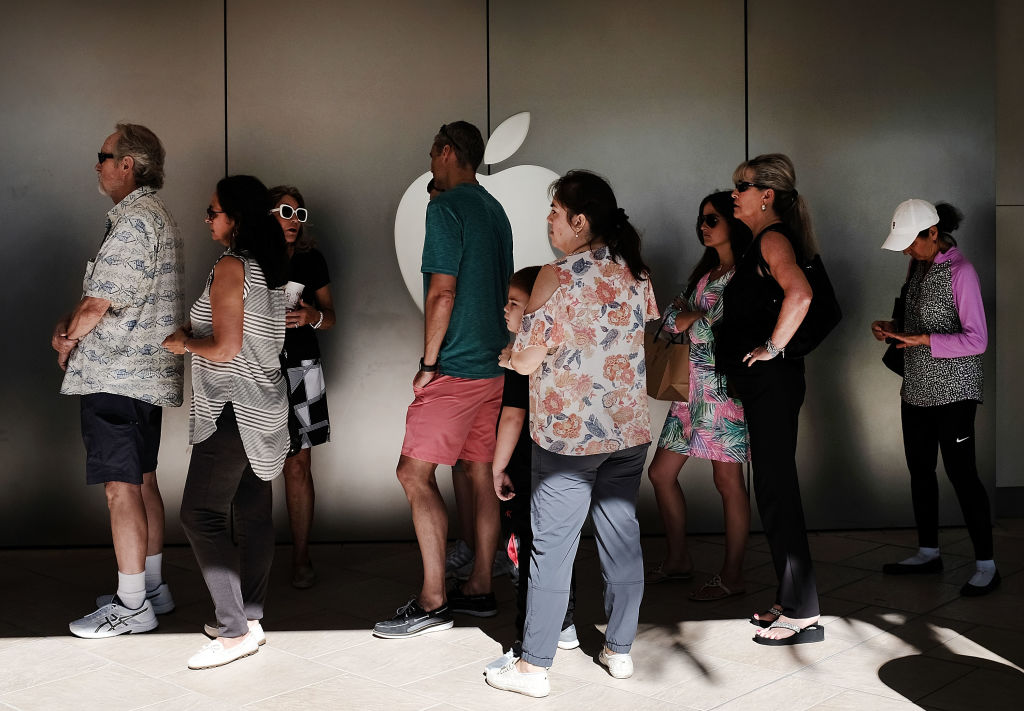 line at the apple store